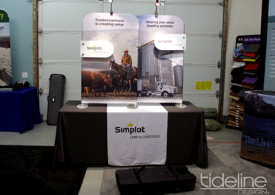 split-frame-fabric-trade-show-table-display-01