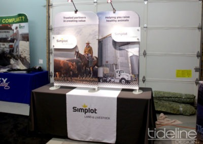 split-frame-fabric-trade-show-table-display-02
