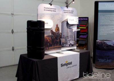split-frame-fabric-trade-show-table-display-03