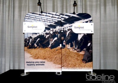 split-frame-fabric-trade-show-table-display-06
