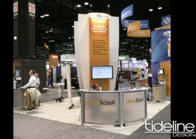 20x20-island-stand-with-big-center-sign-conference-room-11
