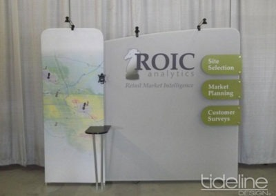 roic-10x10-medallion-high-quality-trade-show-booth-with-tv-03
