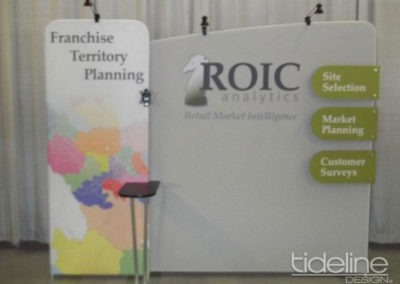 roic-10x10-medallion-high-quality-trade-show-booth-with-tv-04